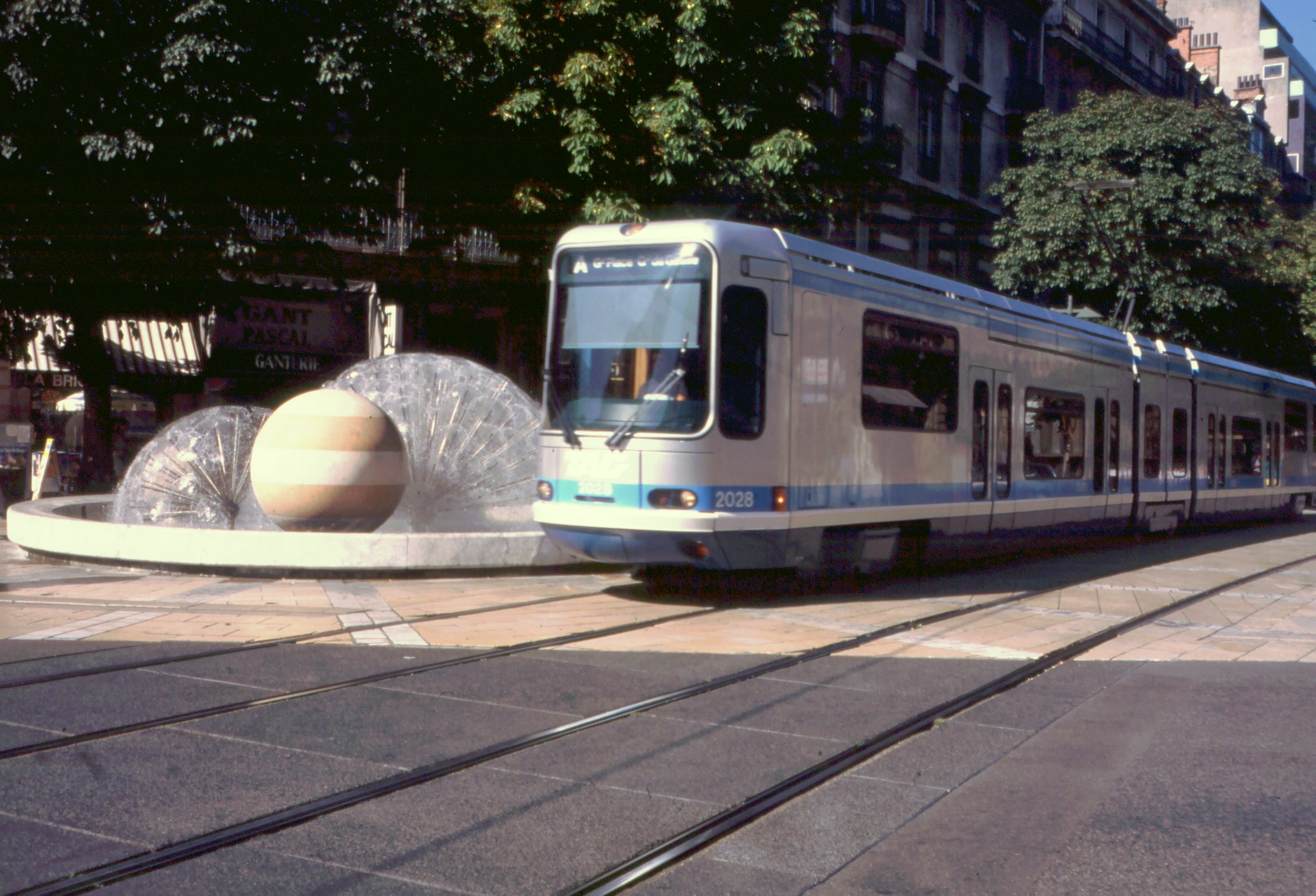c359- tram in grenoble